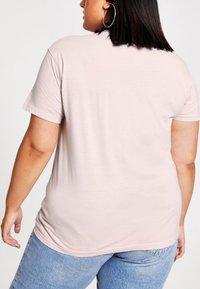 River Island Plus - DIAMANTE  - Print T-shirt - cream - 2