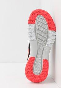 Nike Performance - FLEX CONTROL TR4 - Sports shoes - black/laser crimson/white/photon dust - 4