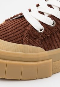 Good News - PALM UNISEX - Höga sneakers - brown/white - 5