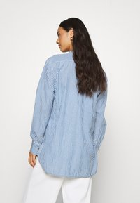 Leon & Harper - CRIQUETTE STRIPES - Button-down blouse - blue/white - 2