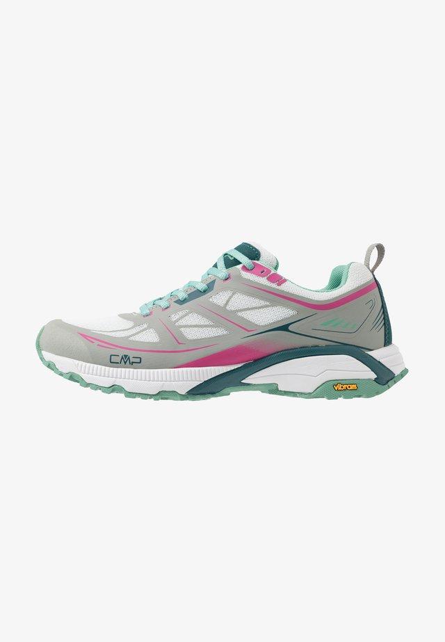 HAPSU NORDIC WALKING SHOE - Chaussures de course - glacier/bounganville