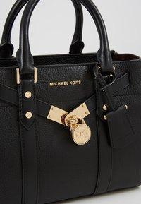MICHAEL Michael Kors - NOUVEAU HAMILTON SATCHEL - Handtasche - black - 6