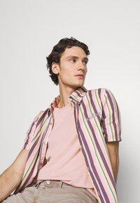 Kickers Classics - VERTICAL STRIPE SHORT SLEEVE SHIRT - Shirt - multi-coloured - 3