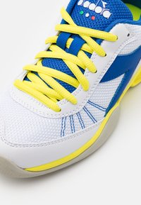 Diadora - S. CHALLENGE 3 YOUTH CARPET UNISEX - Multicourt tennis shoes - royal/white/yellow fluo - 5