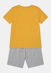 Lindex - MINI DINO 2 PACK - Pyjamas - khaki - 1