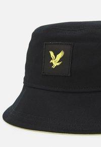 Lyle & Scott - CONTRAST BUCKET HAT UNISEX - Hat - black - 2