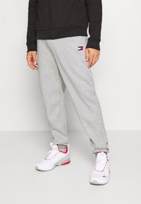 Tommy Hilfiger - CUFFED REGULAR PANT - Tracksuit bottoms - grey - 0