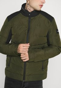 Calvin Klein - QUILTED JACKET - Light jacket - green - 5