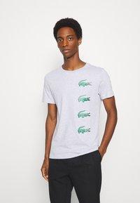 Lacoste - T-shirt print - argent chine - 0