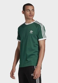 adidas Originals - 3-STRIPES T-SHIRT - Print T-shirt - green - 2