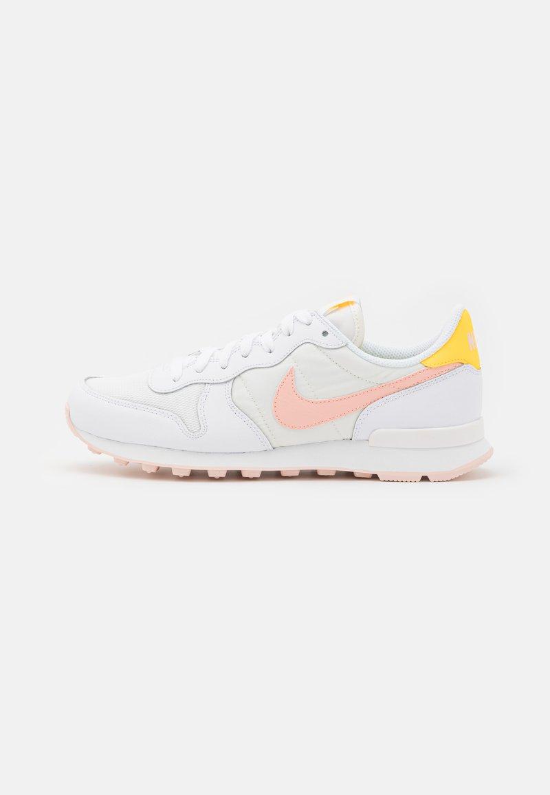 Nike Sportswear - INTERNATIONALIST - Trainers - white/arctic orange/sail/orange pearl