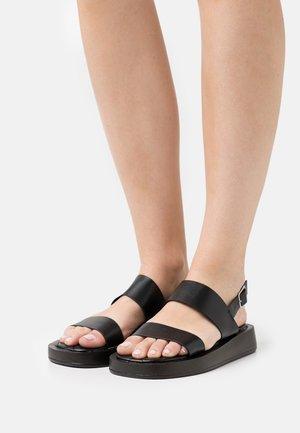DERLIE - Sandalias con plataforma - black