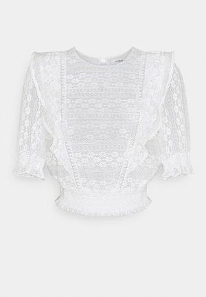 OLIVIA TRIM RUFFLE CROP - T-shirts med print - porcelain