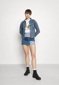 Levi's® - EX-BOYFRIEND TRUCKER - Giacca di jeans - concrete indigo - 1