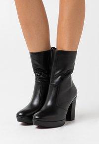 Tamaris Heart & Sole - BOOTS  - Kotníková obuv na vysokém podpatku - black - 0