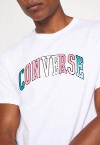 Converse - GLITTER PRIDE TEE - Print T-shirt - white - 5