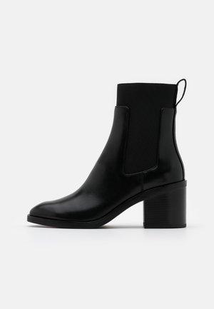 ALEXA CHELSEA BOOT - Korte laarzen - black