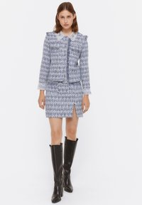 Uterqüe - MIT AUSGEFRANSTEN - Pleated skirt - blue - 1