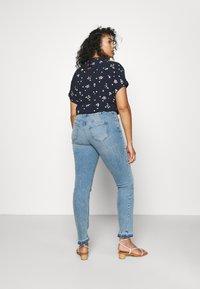 Zizzi - JCLARA EMILY JEANS - Jeans Skinny Fit - blue denim - 2