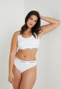 Calvin Klein Underwear - MODERN PLUS THONG - Thong - white - 1
