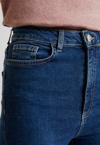 Vero Moda - VMSANDRA - Jeans Skinny Fit - medium blue denim - 3
