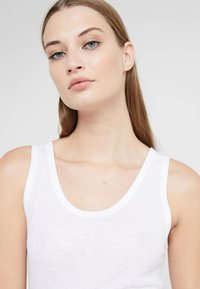 CLOSED - Top - white - 3