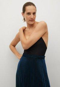 Mango - MOSQUETA-A - Pleated skirt - dunkles marineblau - 3