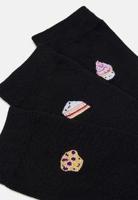 Wild Feet - EMBROIDERED SOCKS CAKES 3 PACK - Socks - black - 1