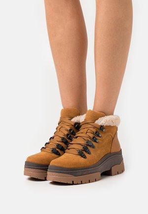 AURE - Ankle boots - tan