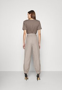 Gestuz - VIRA PANTS - Trousers - walnut - 2