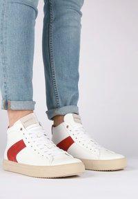 Blackstone - Höga sneakers - white - 1