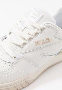 Fila - NETPOINT - Sneakers - white/antique white - 5