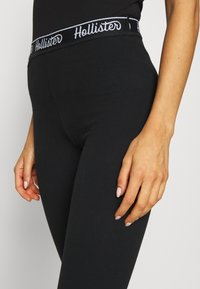 Hollister Co. - GRAPHIC - Legíny - black - 3