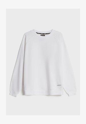 MIT RUNDAUSSCHNITT  - Sweatshirt - white