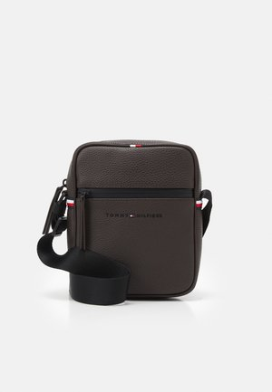 ESSENTIAL MINI REPORTER UNISEX - Olkalaukku - brown