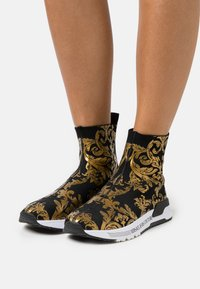 Versace Jeans Couture - High-top trainers - print - 0