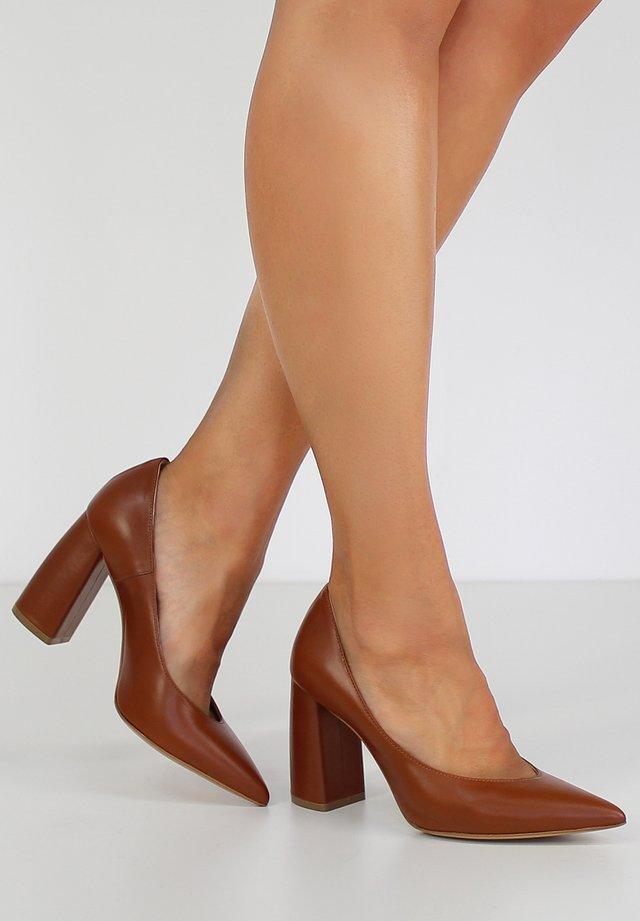 MATILDE - Zapatos altos - cognac