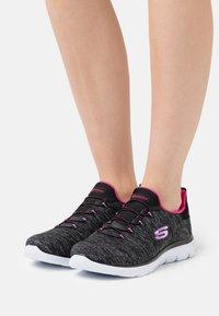 Skechers Wide Fit - SUMMITS - Zapatillas - black/pink/purple - 0