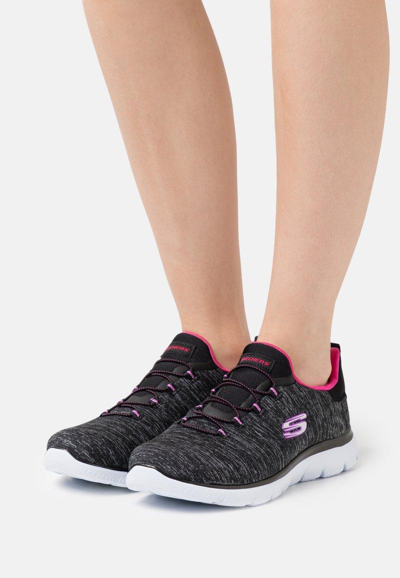 Skechers Wide Fit - SUMMITS - Zapatillas - black/pink/purple