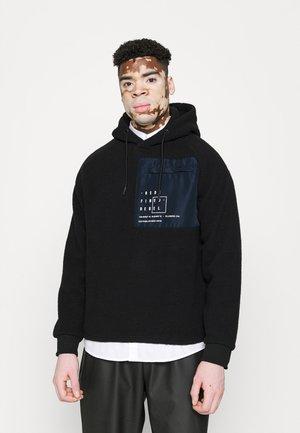 RYAN - Majica s kapuljačom - black