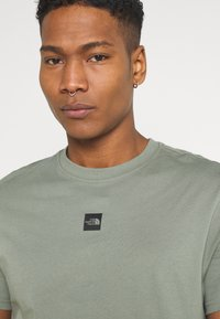 The North Face - CENTRAL LOGO  - T-shirt print - agave green - 4