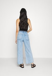 Weekday - LINEAR TROUSERS - Džíny Straight Fit - summer blue - 2