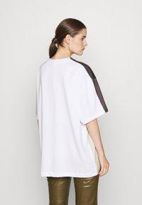 Sportmax - PAVENTO - Print T-shirt - white - 2