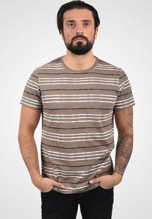 VALLE - Print T-shirt - walnut