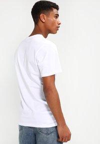 Vans - MN VANS OTW - Print T-shirt - white - 2