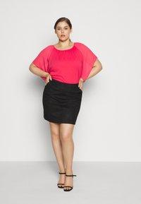 Vero Moda Curve - VMDONNADINA SHORT SKIRT - Pencil skirt - black - 1