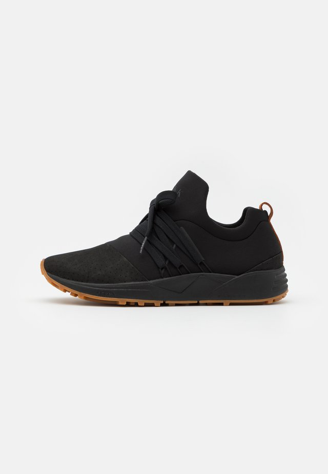 RAVEN S-E15 VIBRAM UNISEX - Matalavartiset tennarit - black/brown