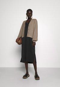 Bruuns Bazaar - ANEMONE MIRE CARDIGAN - Cardigan - roasted grey - 1