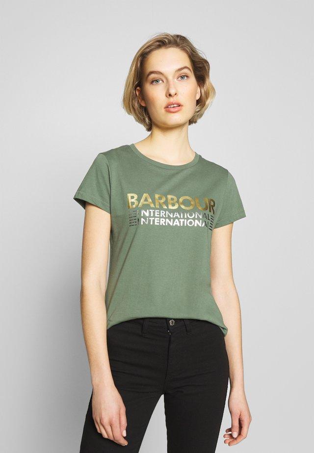 TRACKRACE TEE - Print T-shirt - tussock