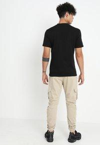 Urban Classics - JOGGING PANT - Cargo trousers - sand - 2